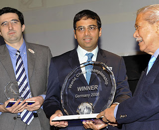 Chess+Champ+Vishwanathan+Anand+with+Vladimir+Kramnik+of+Russia+29Oct08.jpg